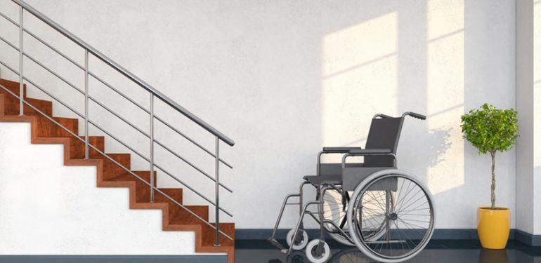 Barrierefrei - Hindernis - Rollstuhl vor Treppe