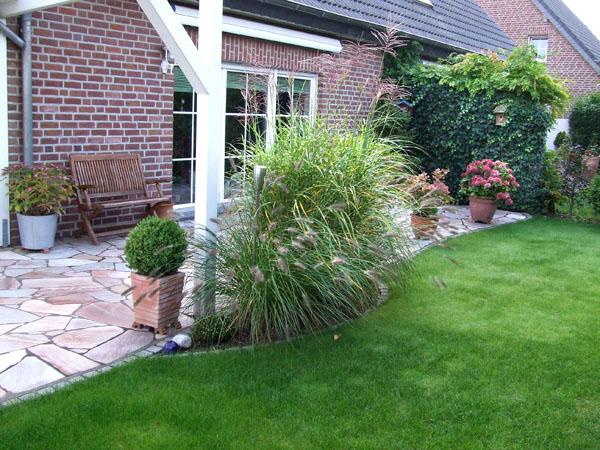 Terasse Naturstein mit Garten