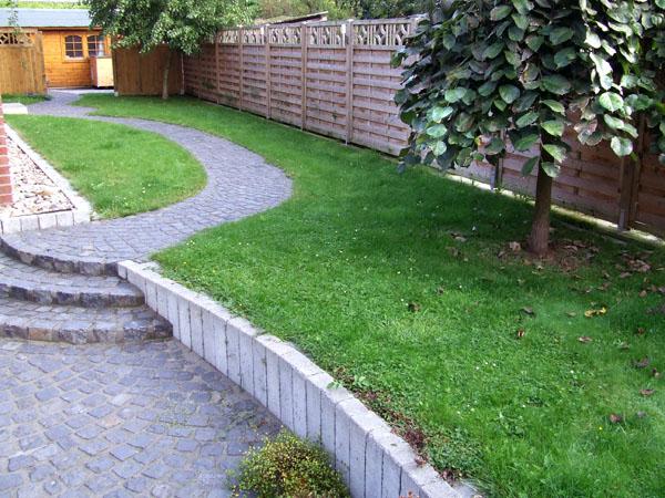 Treppe Naturstein mit Garten